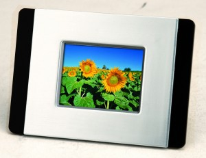 "2.4"" DIGITAL PHOTO FRAME"